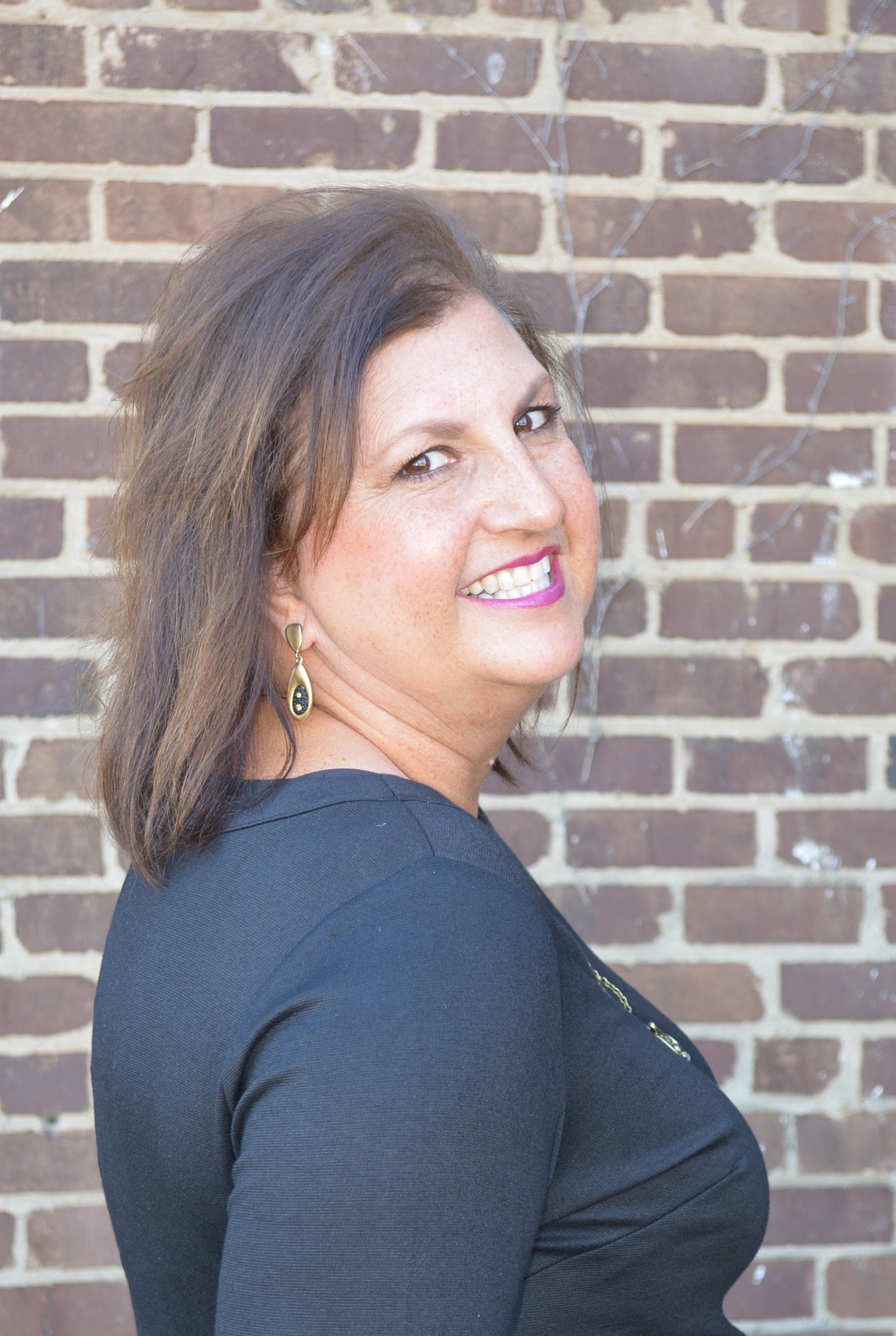 Leisa, a dental assistant at Moore Dental in Sweetwater, Tennessee